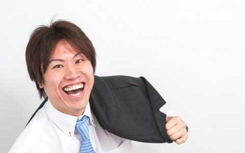 忘年会の乾杯挨拶で笑いの取れる人は天才だけ?誰でも簡単にできるスベらない方法