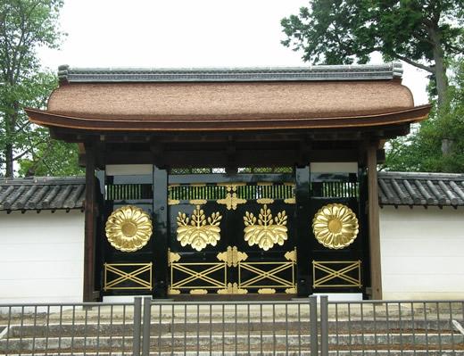 醍醐寺唐門の五七桐紋