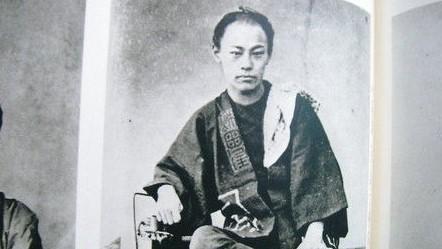 沖田総司の家紋「丸に木瓜」と生涯に迫る -新選組きっての剣士で病で若くして倒れた隊士-