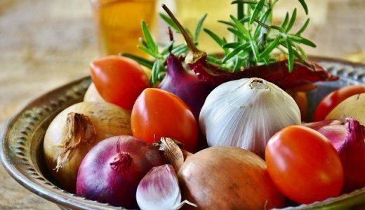 ニンニクは生で食べられる?毒性や注意点、加熱したときとの違いって?