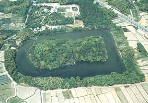 巣山古墳は全国23位の大きさの前方後円墳!解説とアクセス・周辺おすすめランチまとめ