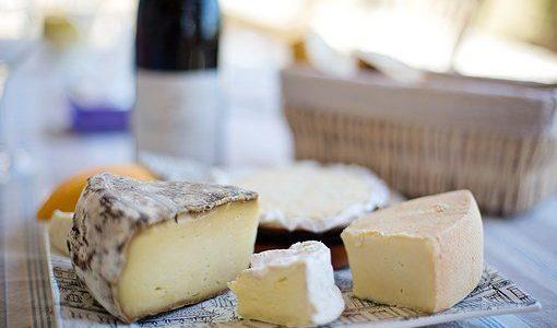チーズが腐るとどうなる?白カビ・黒カビ・緑カビ!変色と臭い|保存方法と期限は?