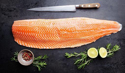 鮭(シャケ)が腐るとどうなる?白っぽく変色・ぬるぬる|賞味期限と保存方法・見分け方